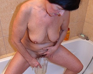 Pissing Free porn - My Mature Granny