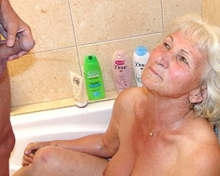 This granny loves kinky pee games